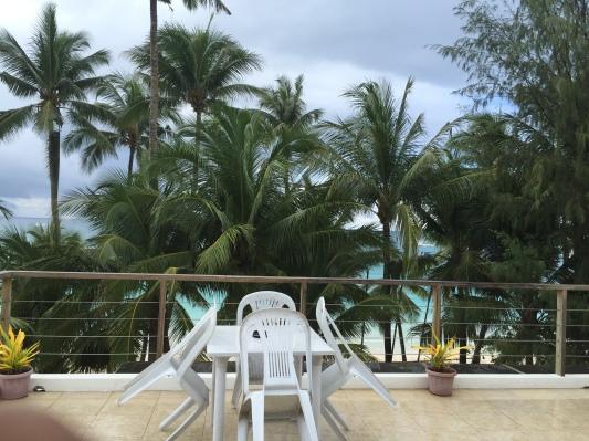 Teras di depan kamar kami - beach view - di lantai empat Hey Jude South Beach - Wira Asmo