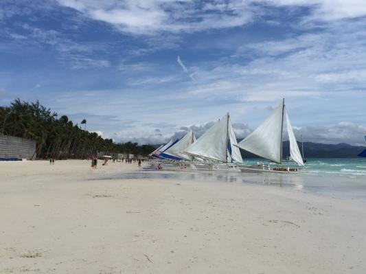 Barisan perahu untuk parau sailing di Boracay - Wira Asmo