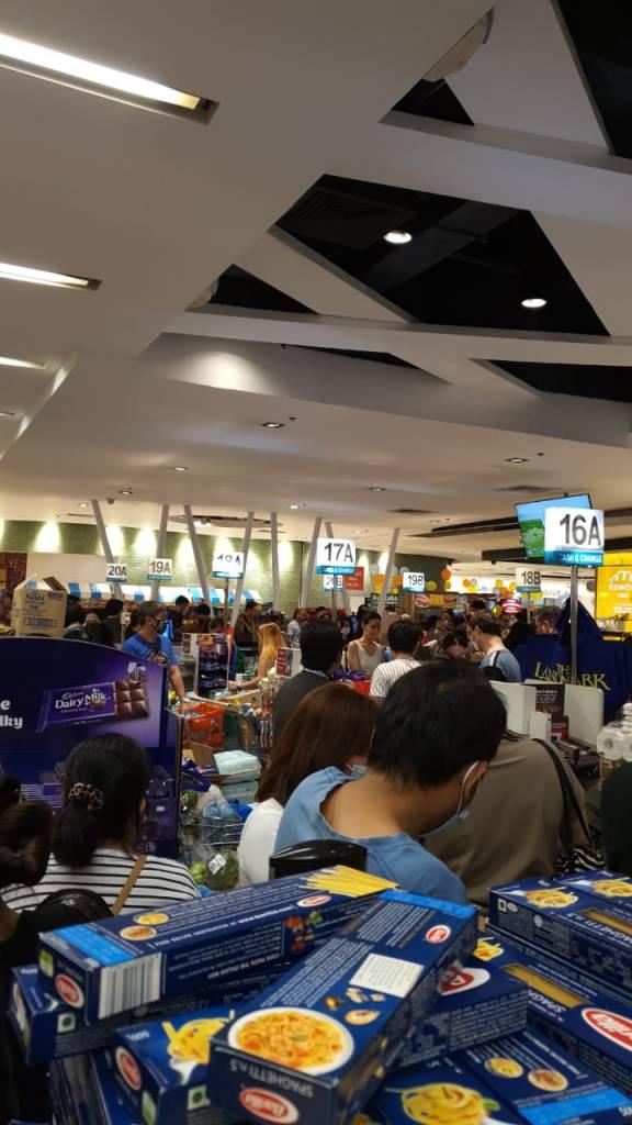 Panic buying di Metro Manila